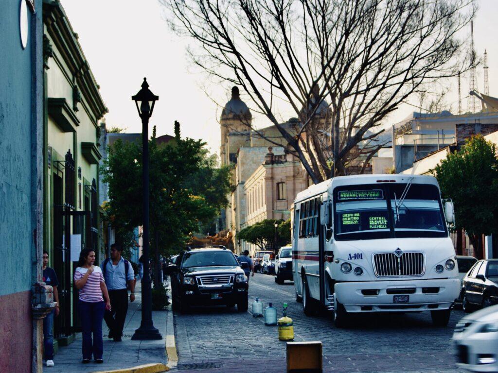 calle oaxaca bus