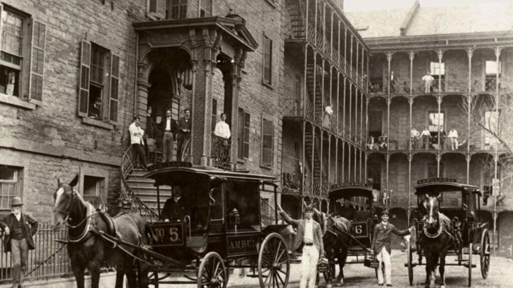 En 1869 estableció el primer cuerpo de ambulancias del país.
